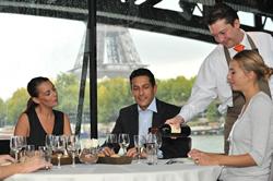 パリ・セーヌ河ランチクルーズ Bateaux Parisiens