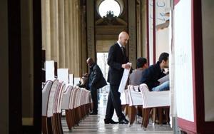 パリ・ルーブル美術館中庭ロマンチックおすすめカフェ