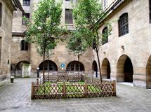 パリ・コンシェルジュリーの観光ガイド,パリ・コンシェルジュリー入場情報ガイド,パリ・コンシェルジュリーの入口,パリ・コンシェルジュリーの入場料,パリ・コンシェルジュリーの行き方,マリーアントワネットの牢獄