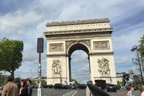 パリ観光,フランスクラシックカー,シトロエン,パリのプライベート観光,パリの貸切観光,パリの車貸切,4 roues sous 1 parapluie,凱旋門