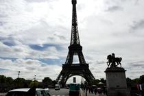 パリ観光,フランスクラシックカー,シトロエン,パリのプライベート観光,パリの貸切観光,パリの車貸切,4 roues sous 1 parapluie,エッフェル塔