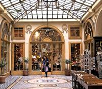 日曜に行けるショッピング,パリの散策道パッサージュ・ヴィヴィエンヌ,ルーブル美術館,オペラ座