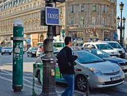 パリのタクシー乗り場